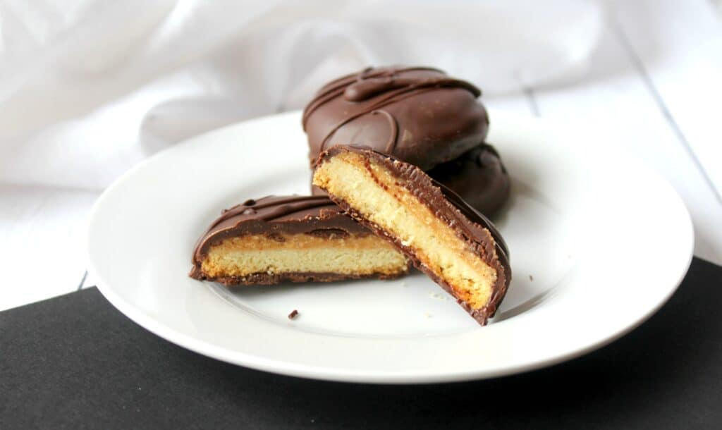 A piece of cake on a plate, with Cookie and Chocolate